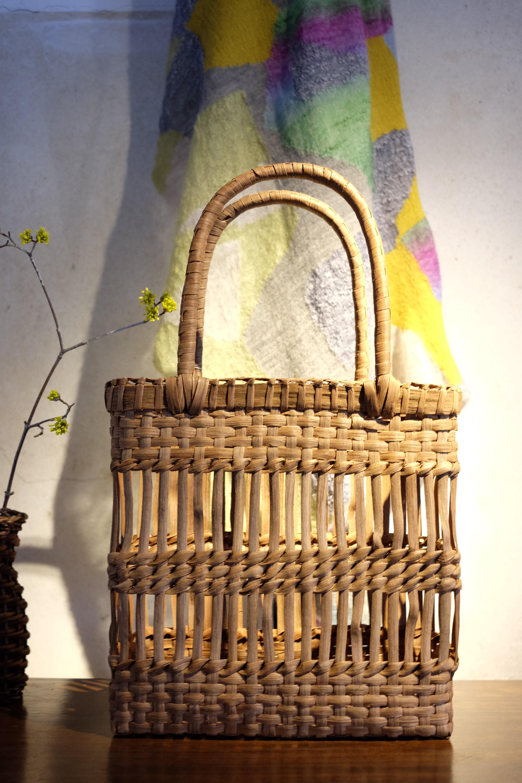春、山ぶどうのバッグ